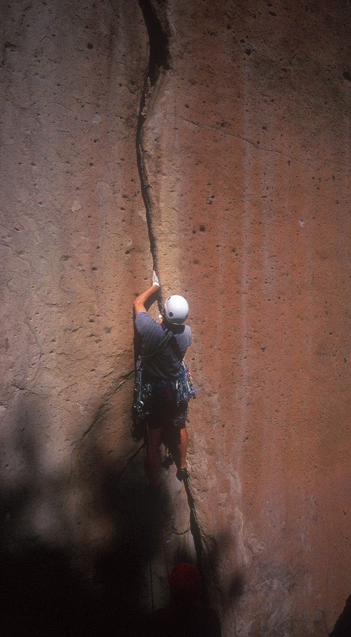 Climbing the perfect splitter hand crack