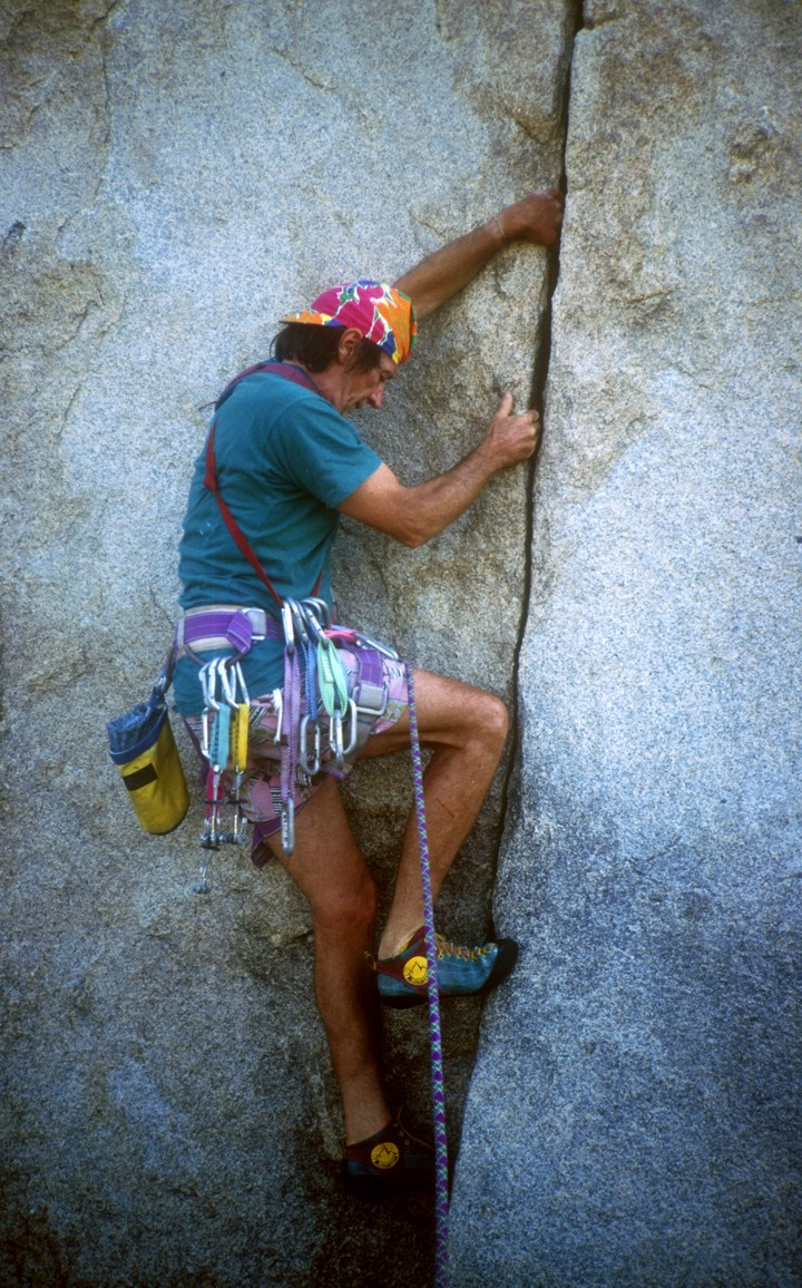 John leads a too-short crack on the backside of the Headstone